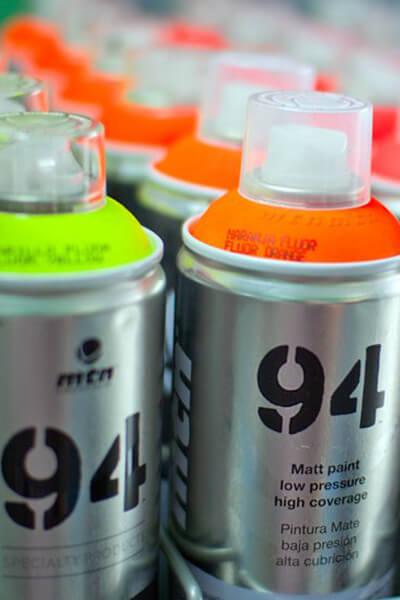 Farby spray w różnych kolorach dostępne w naszych sklepach w miastach Warszawa i Lublin